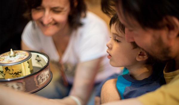 Máquinas de mirar: juguetes ópticos en pleno siglo XXI